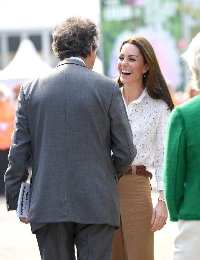 凯特王妃 Kate Middleton 前往切尔西皇家医院,优雅大气