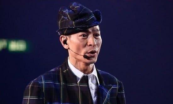 刘德华演唱会17场,阿Sa容祖儿前来捧场,嘟嘴卖萌超可爱!