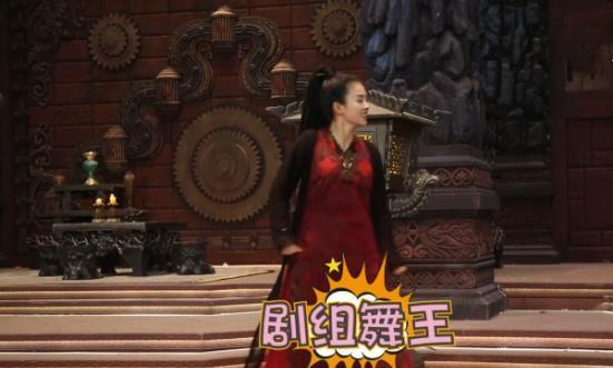 《招摇》花絮:摇澜夫妇白色情人节特供,招摇化身剧组舞王