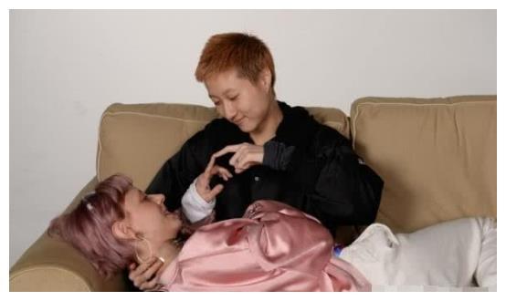 小龙女吴卓林删光照片,疑似婚变,她说听到争财产传言笑到咧嘴