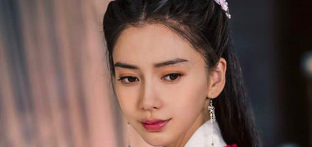黄晓明杨颖频传婚变,除了不在中秋同台外,又曝出是杨颖不愿合体
