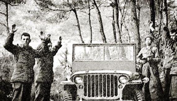 志愿军截住美军运尸车,只见尸体头脚颠倒放置,全都穿了新衣服