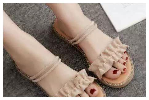 测一下你晚年的生活有多幸福?太准了,选一双想穿的凉鞋
