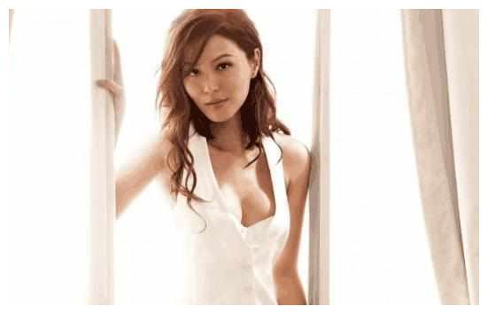 42岁TVB女星因一剧再度翻红,为了保持美丽在脸上扎满钢针