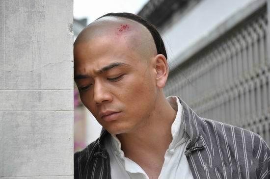 杨烁九年前电视剧终于开播,《同门兄弟》剧情老套,乡爱导演作品