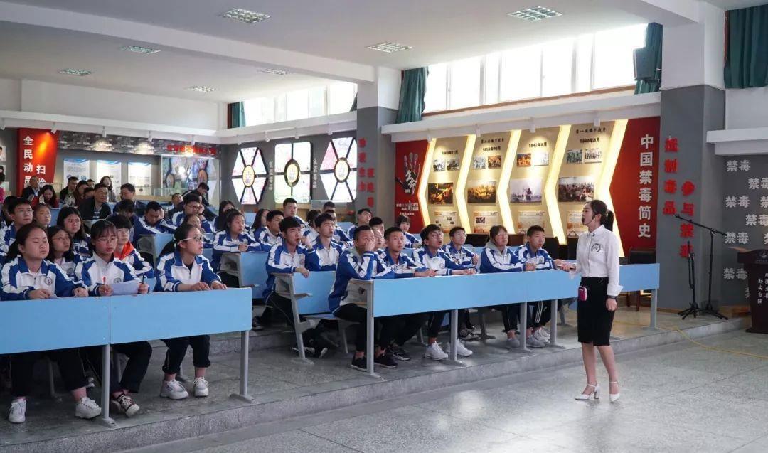 19年雅安市高中思想政治优质课展评活动在天全中学举办