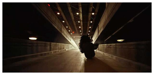 小丑希斯·莱杰绝唱:被谎言塑造的英雄——《蝙蝠侠:黑暗骑士》