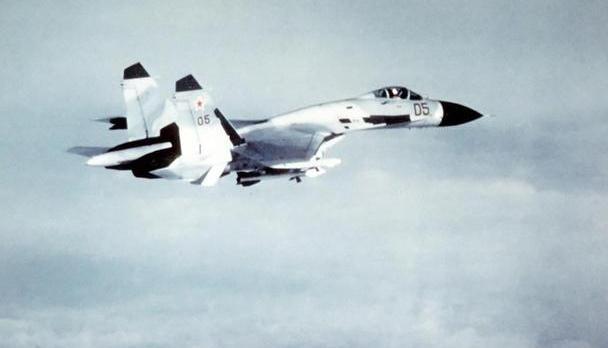 """空战敢动""""手术刀""""!苏27一战成经典,打破F-15创下的8项纪录"""