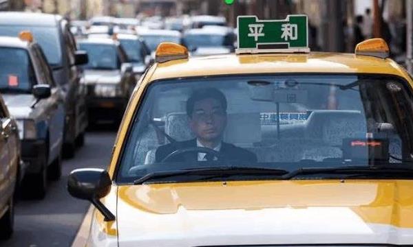 全球出租车最安全的国家,80公里要1700,中产阶层也打不起