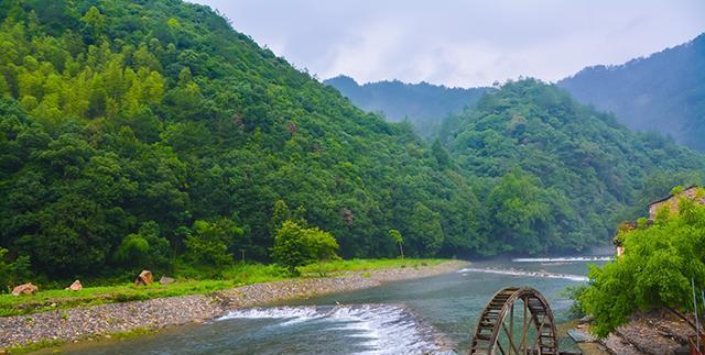 重峦叠嶂、山间泉水,这是位于茶乡、林海之间,钟灵毓秀的瑶里
