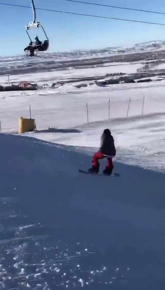 中国滑雪单板第一人!内转360度潇洒刹车还喝新疆大乌苏