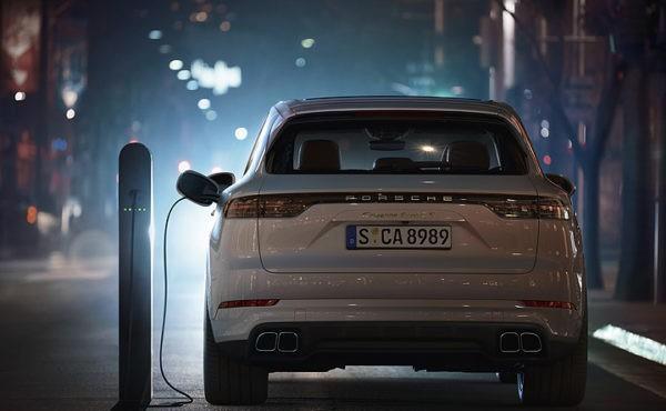 保时捷推出卡宴SE-Hybrid,采用4.0升双涡轮引擎,最大550马力