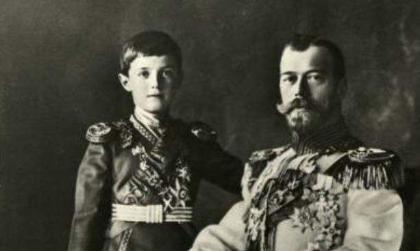 他是最命苦皇太子,父母近亲联姻患血友病,13岁全家被满门抄斩