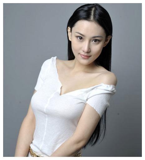 张馨予和老公何婕庆祝结婚一周年爆光,画面超级甜蜜