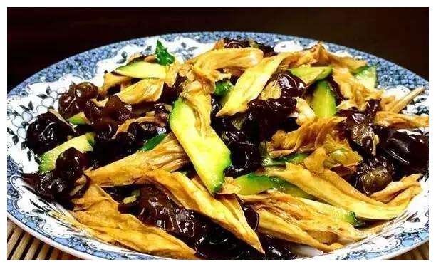 精选美食推荐:腐竹木耳黄瓜,三色拌木耳,泡椒炒莴笋的做法