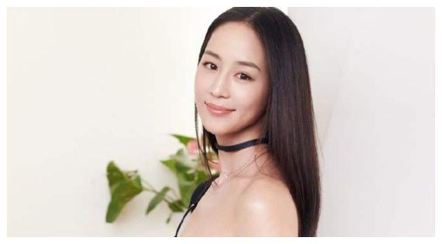 她出身书香门第,还获得学士学位,彭于晏曾公开宣称她是女神