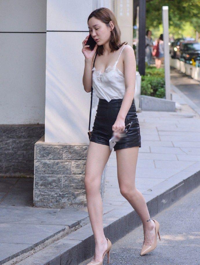 街拍东莞:美女很多,有成熟的,身材好的,穿衣大胆的,很有特色