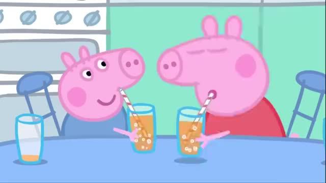 泡泡桶盖到了猪爸爸头上,结果猪爸爸一个喷嚏,打出超大泡泡!