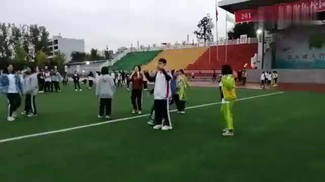 多彩校园(三)学生利用课外活动时间排练舞蹈