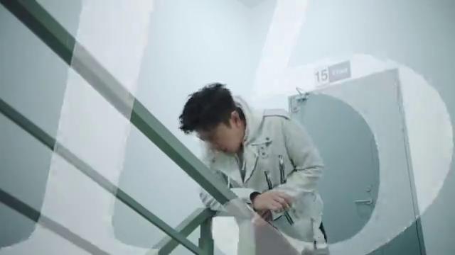 再上一百层?小帅帅疯狂爬楼梯,根本停不下来