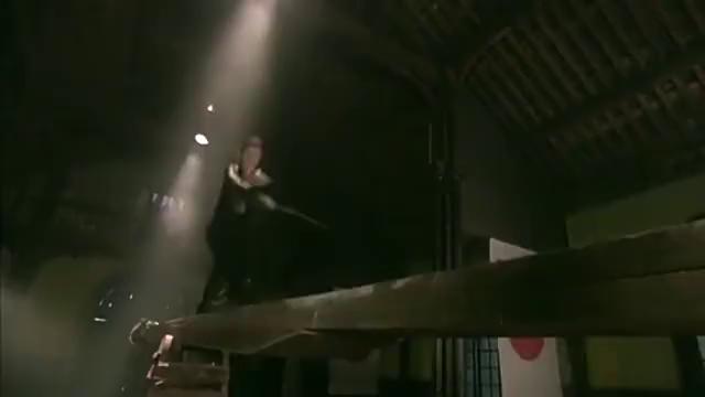 地下党为营救姑娘,用匕首对战鬼子东洋刀,虐的鬼子满地爬