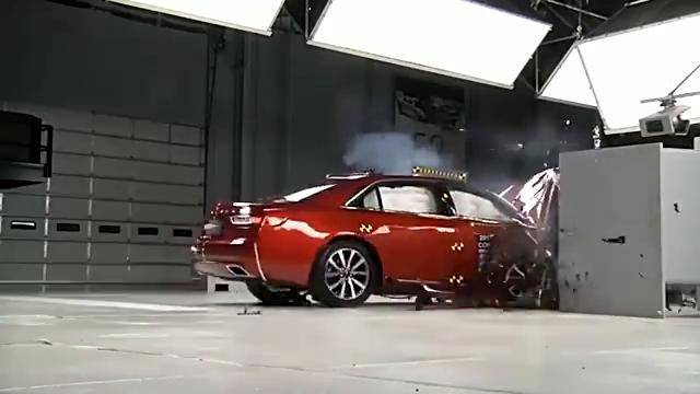 视频:林肯大陆VS沃尔沃s90,直击碰撞测试现场
