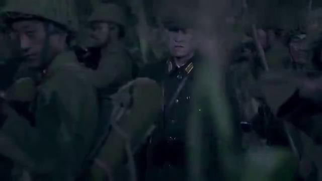 日本鬼子放火烧玉米地,万万没想到还机枪重火力横扫,兄弟们惨了