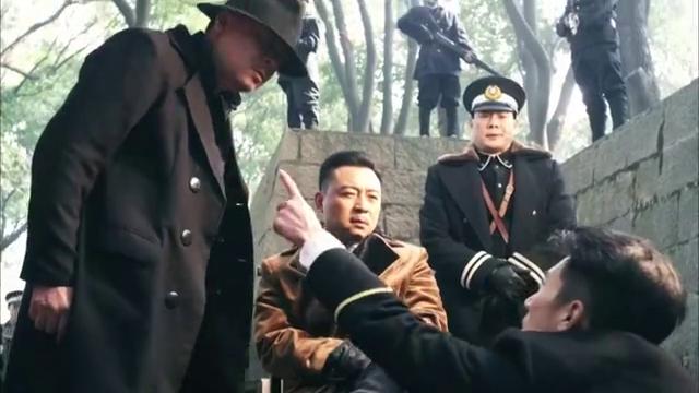 李秋成的父亲是李春龙,是青龙帮的帮主,被宁宝林夺位