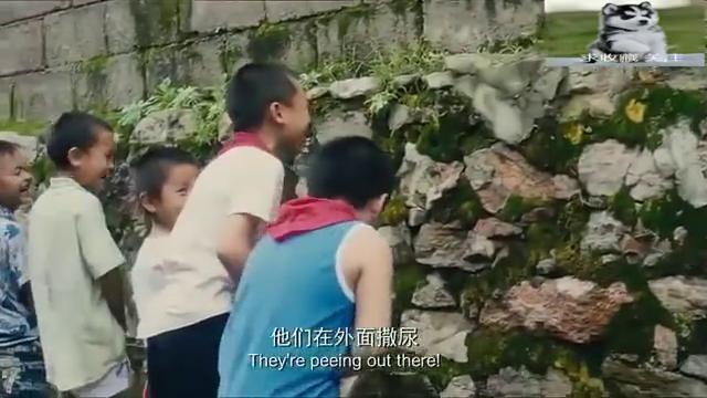 一群小学生在女生厕所墙外撒尿,这下扎心了!