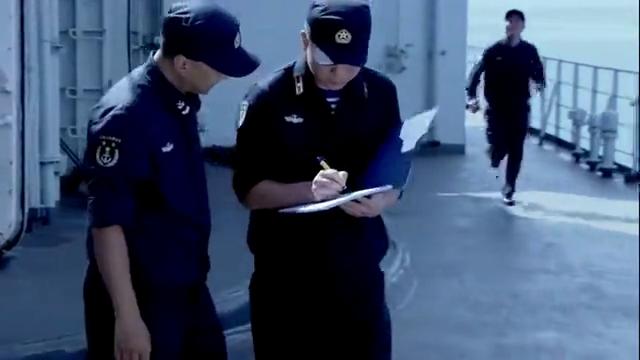海军军官在电视转播上,看到自己老婆走T台,直接看傻眼了