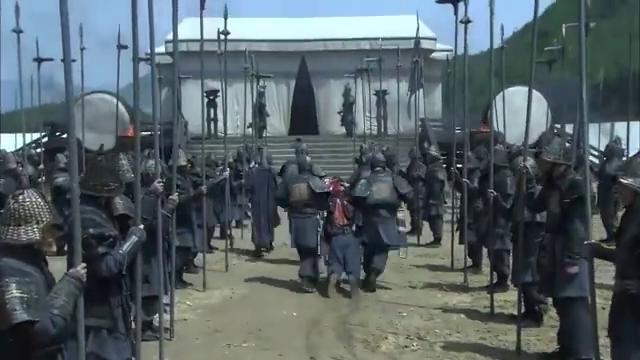 五虎将关羽去世后,张飞也被部下斩杀,刘皇叔气得一头晕倒