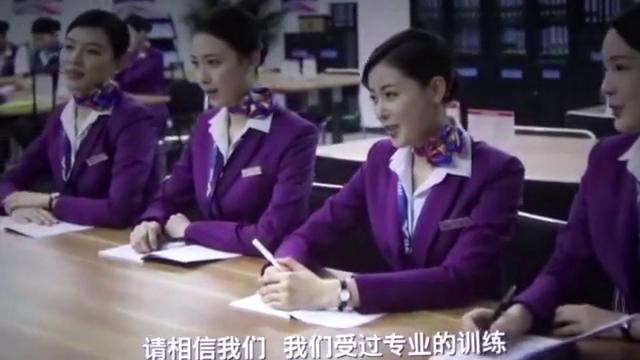中国机长:baby一身空姐服惊艳出场,气场瞬间飙升,一举一动皆是