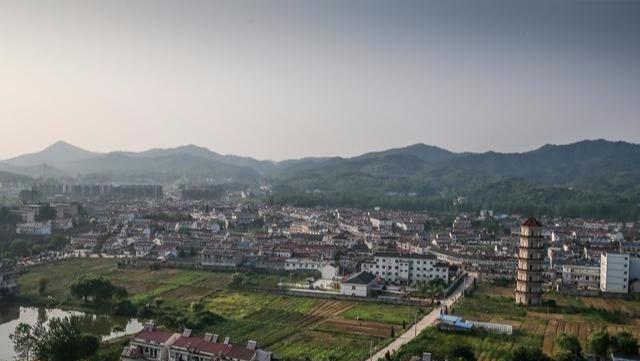 """中国""""最霸气""""的小镇:本科升学率达90%,房租堪比一线城市"""
