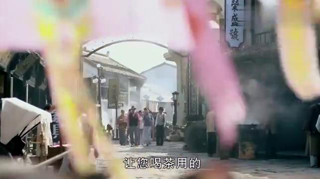 何辅堂陪新媳妇逛街,没想到大老婆迎面走来,大佬秒变乖乖虎