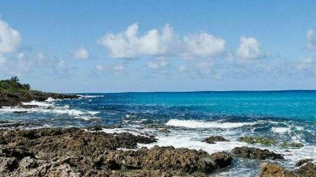 一个适合浮潜的海滩,适合冲浪的海滩,戏水消暑的好去处