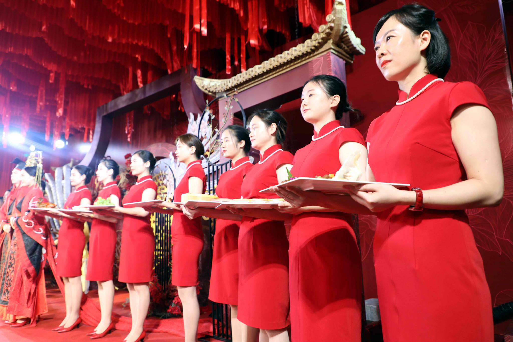 安徽芜湖:一场中式婚礼大秀上,给人留下最深印象的有他们!
