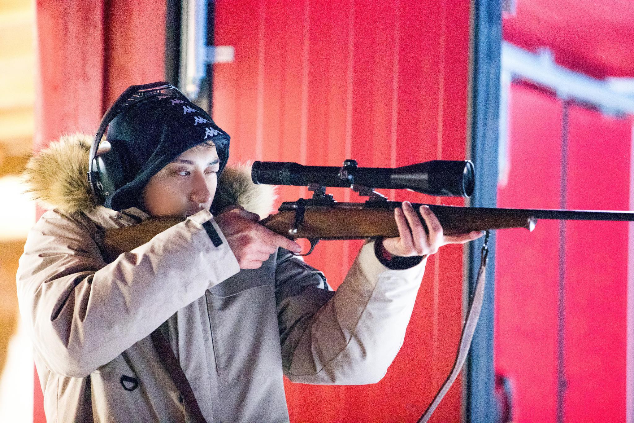 《小小的追球》黄子韬极地射击遭滑铁卢,周冬雨谈获影后是运气好