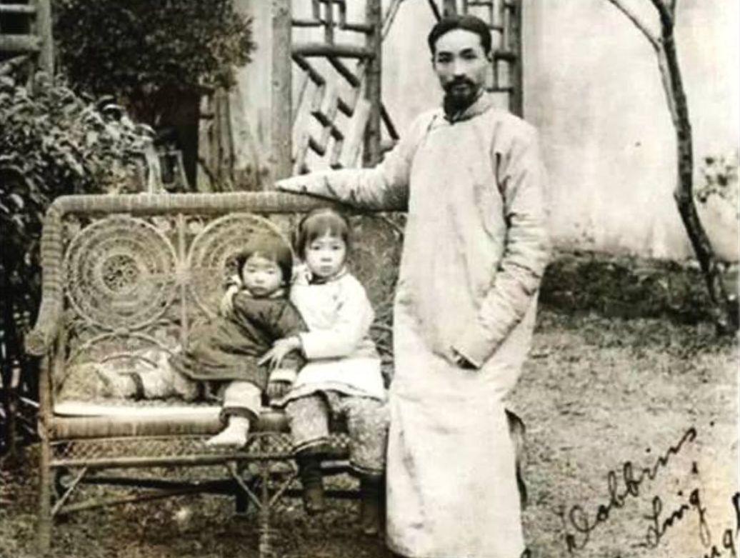 民国珍贵老照片,林徽因3岁时天真可爱,穿西装的梁启超气质不凡