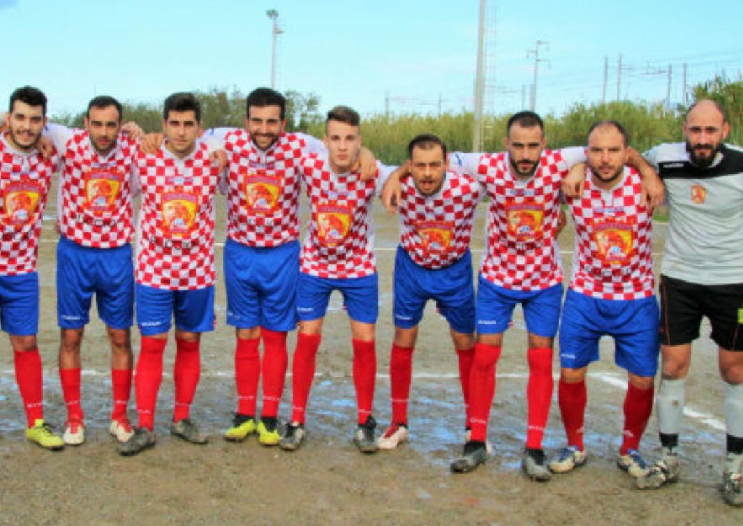 广州恒大足球俱乐部的队徽遭到意大利低级别球队的模仿