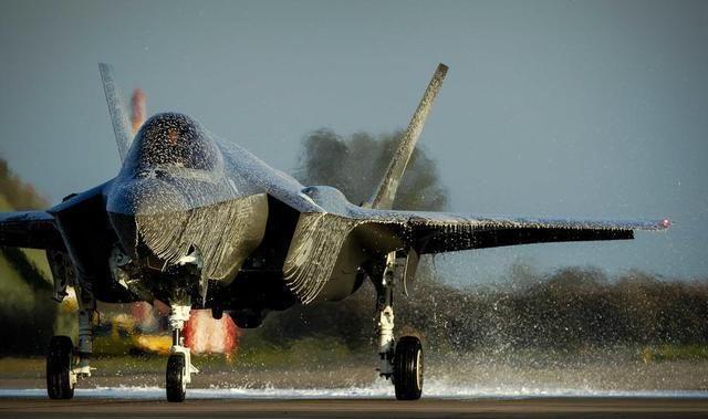 这次已不是日本,又一架F35战机被当众报销,背后原因不可思议