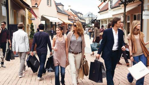 中国游客素质高获各国称赞,促进经济发展,遭各国争抢!