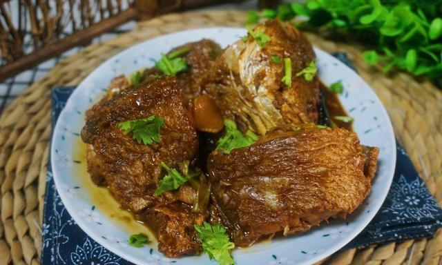 精选美食推荐:三鲜冬笋丝,炖黄花鱼,桃仁拌芹菜的做法