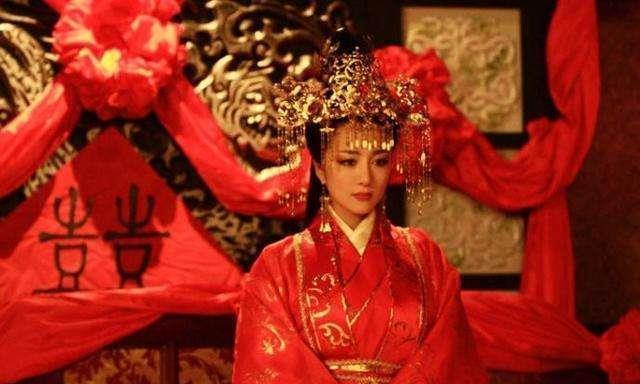 皇帝大婚当晚,妃子揭盖头前,会吃一样东西,现代也很常见