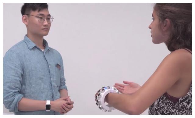 科学家研发超声波可穿戴设备:可干扰数码监听设备