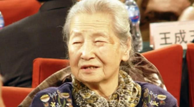 蓝天野夫人狄辛离世,享年91岁,一生演过无数经典话剧人物!