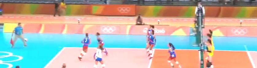 波多黎各把朱婷的球拦回正在嘚瑟,朱婷大手一挥:给姐一边去!