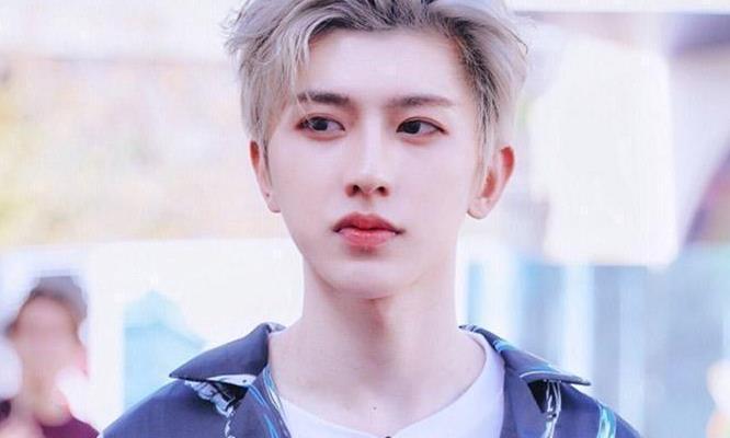 蔡徐坤的发型好帅气,与金希澈发色相撞,谁是男神太明显!