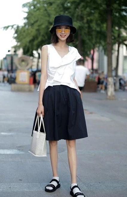 街拍:时尚又简约的搭配,尽显清纯气质,为你的颜值加分!