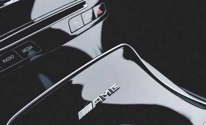 "奔驰AMG GLC 63""黑武士"",4.0T双涡轮增压+9AT,配四驱!"