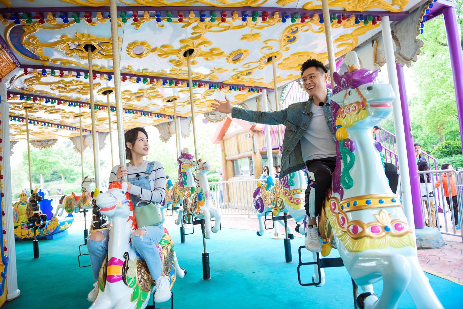 《妻子的浪漫旅行2》完美收官 张嘉倪买超游乐场约会甜蜜撒粮